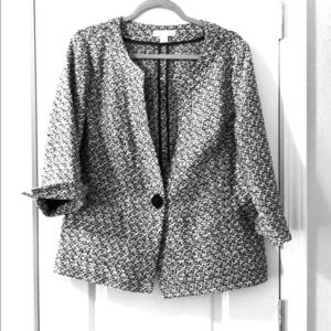 One button black and white collarless jacket